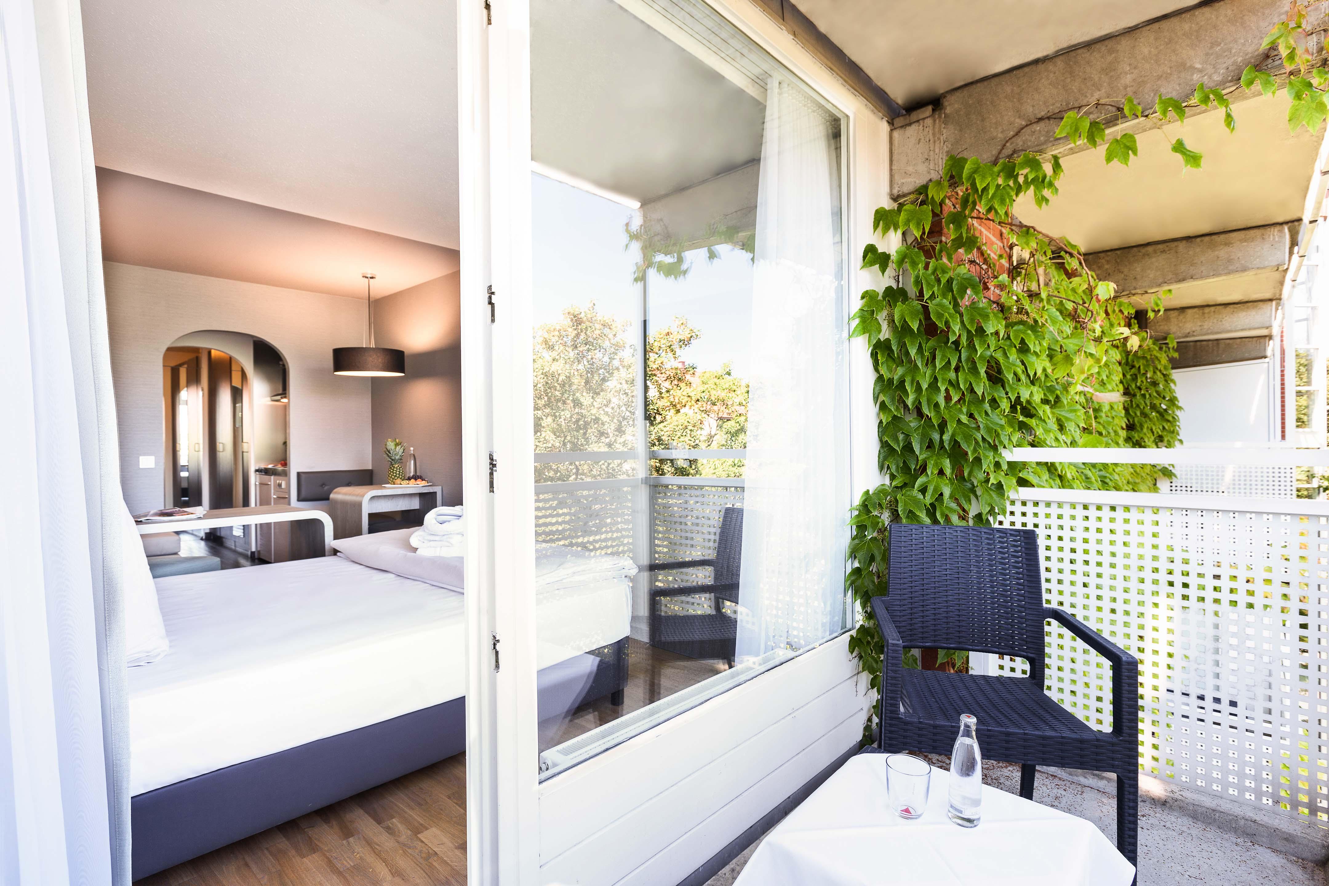 derag livinghotels karl theodor serviced apartments. Black Bedroom Furniture Sets. Home Design Ideas