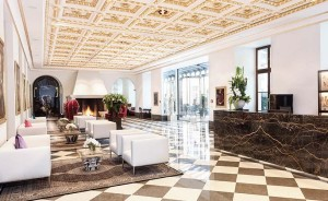 Die Renaissance-Kassettendecke in der Lobby des Derag Livinghotels De Medici