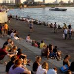 2014_08_DUSCITY_Landingpage__0005_ileadmin-assets-bilder-dmt_bildarchiv_public-Am_Rhein-treppe am rhein