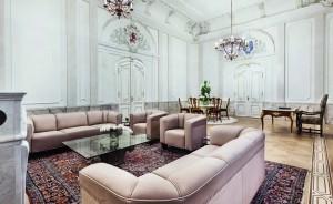 Die großzügige Sofa-Landschaft lädt zum Entspannen ein