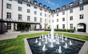 Derag-Livinghotels-De-Medici-Duesseldort-Innenhof-1024x683