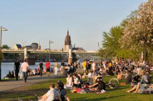 Frankfurt_Mainpromenade_web