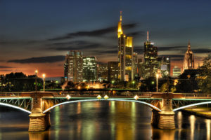 Frankfurt_Skyline bei Nacht_web