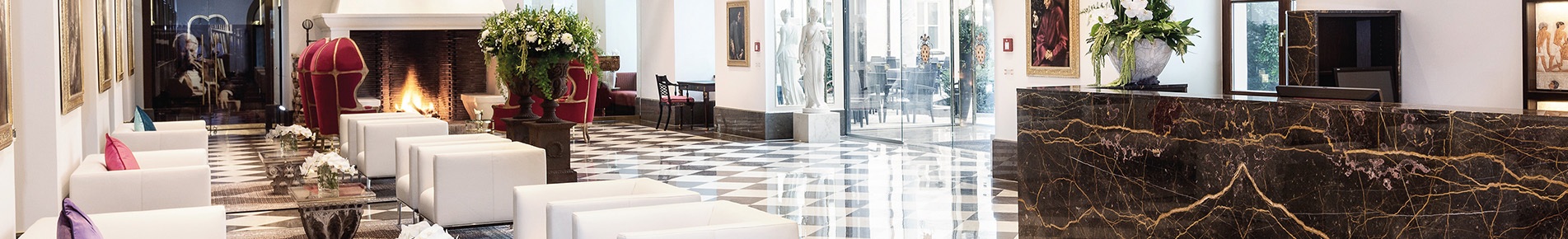 Die elegante Lobby des Living Hotel De Medic