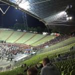 Die Menge verlässt das Olympiastadion