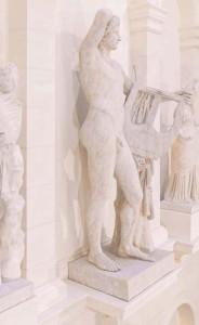 Dionysos mit zwei Darstellungen der Nike