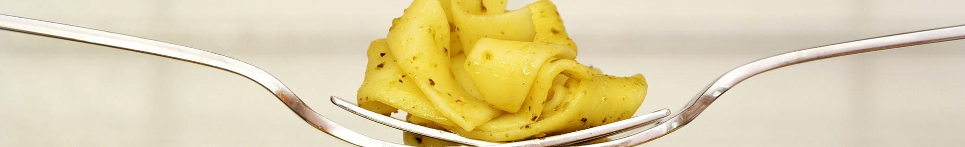 Zucchini Tagliatelle Kochen im Serviced Apartment