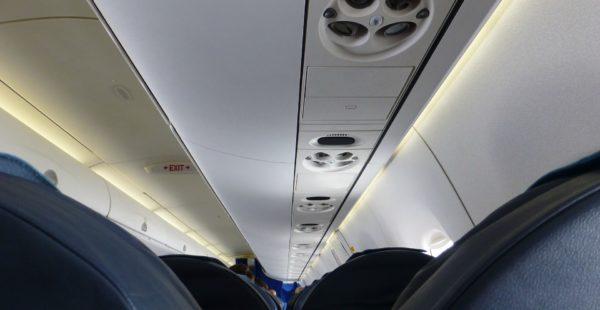aircraft-883064_1920