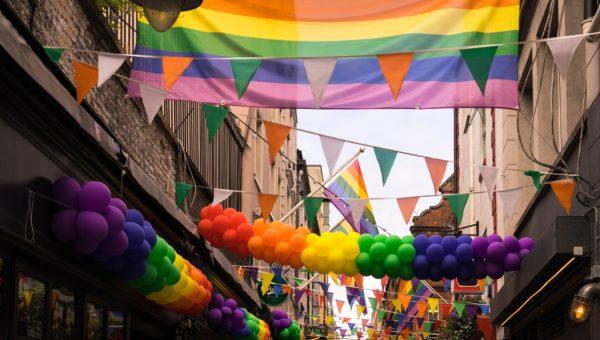 gay-2507365_1920