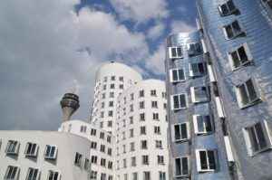 gehry-buildings-1559783_1920
