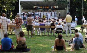 Viele unterschiedliche Bands treten jeweils sonntags zu den Hofgartenkonzerten auf.