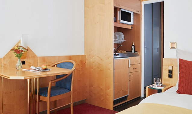 living-hotel-am-detuschen-museum-muenchen-business-kitchenette-1