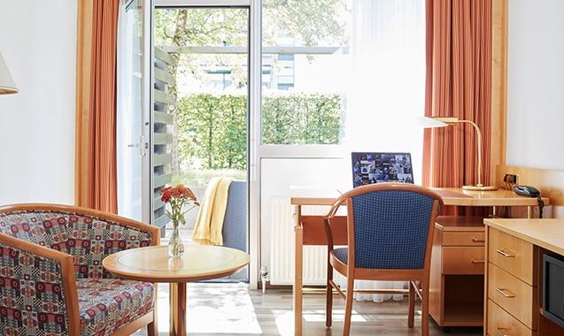 living-hotel-am-detuschen-museum-muenchen-business-schreibtisch-1