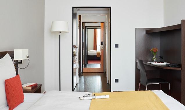 living-hotel-am-detuschen-museum-muenchen-economy-doppel-bett2