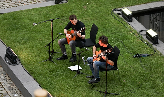 living-hotel-de-medici-duesseldorf-courtyard-concert-alle-farben