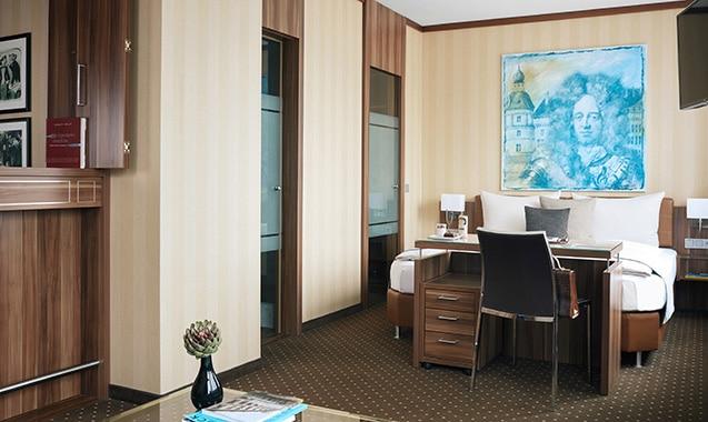 living-hotel-dusseldorf-deluxe-bett-1