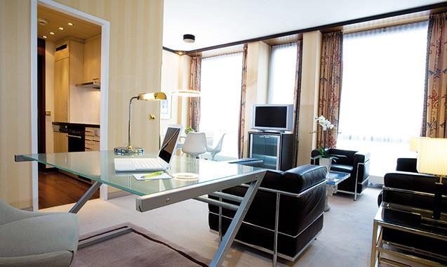 living-hotel-kanzler-bonn-superior-schreibtisch-1