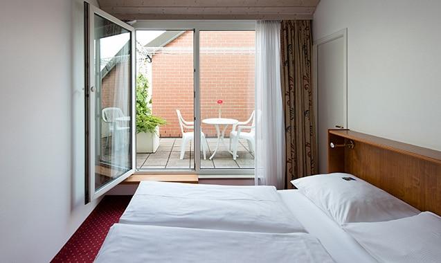 living-hotel-nuernberg-2-bedroom-schlafbereich