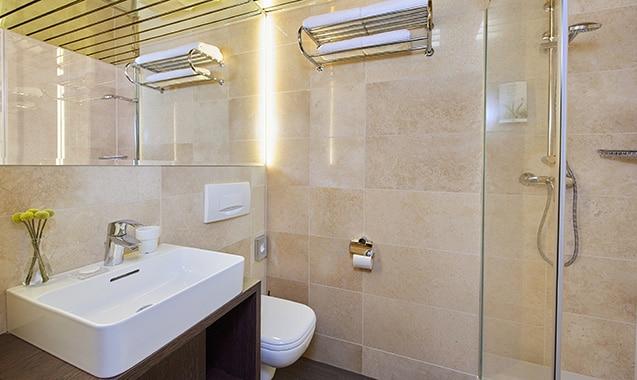 living-hotel-nuernberg-economy-badezimmer
