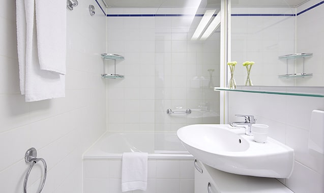 living-hotel-nuernberg-maisonette-badezimmer