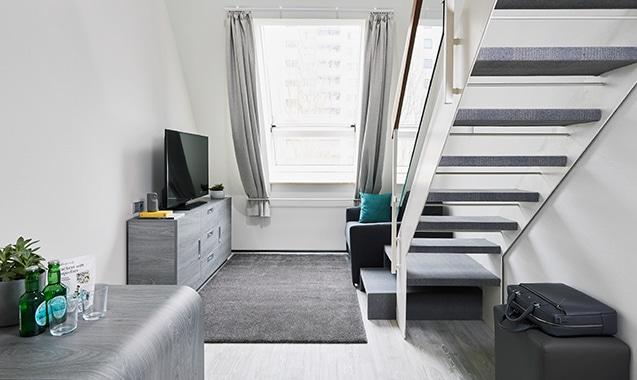 living-hotel-nuernberg-maisonette-plus-wohnzimmer