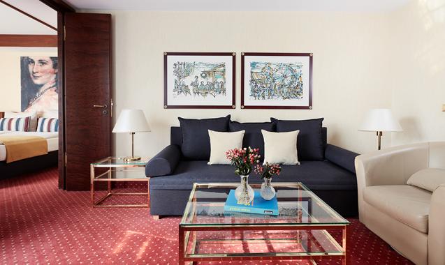 living-hotel-prinzessin-elisabeth-münchen-delxue-wohnbereich-sofa