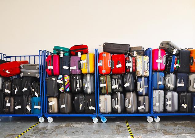 Gestapelte bunte Koffer