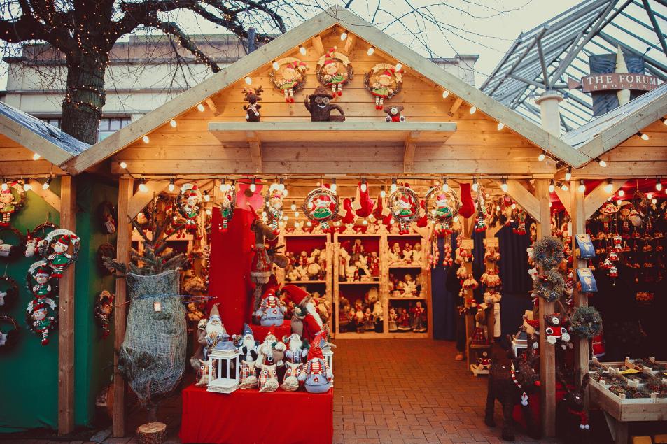 Weihnachtsmarkt-stand in Düsseldorf am Kö-Bogen
