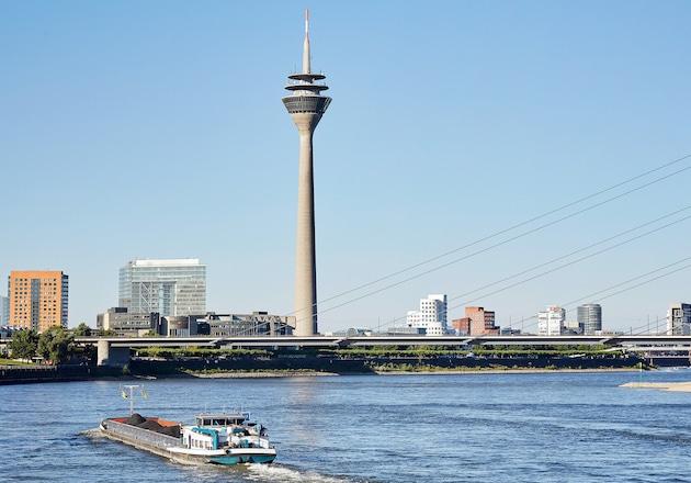 Düsseldorfer Fernsehturm am Rhein
