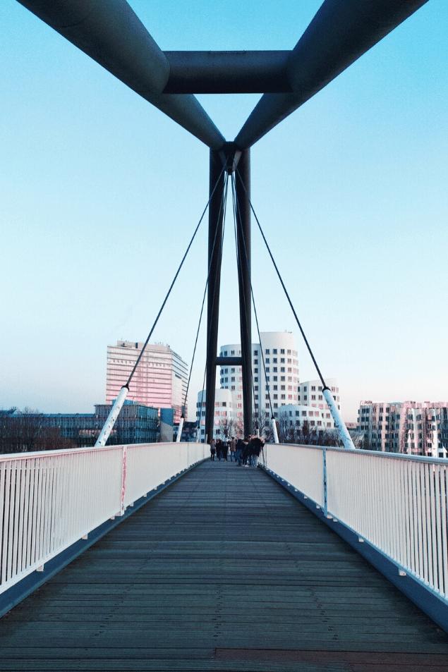 Rheinbrücke Medienhafen Düsseldorf