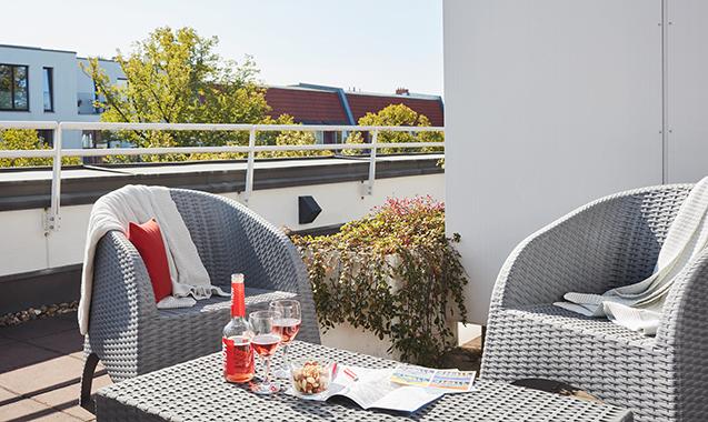 Living-Hotel-Weißensee-Berlin-Deluxe-Balkon