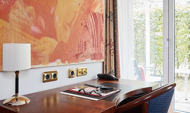 Living-Hotel-Kanzler-Bonn-Business-Plus-Schreibtisch