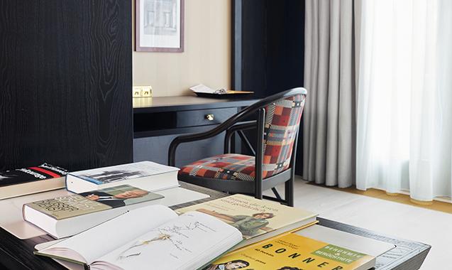 Living-Hotel-Kanzler-Bonn-Deluxe-Schreibtisch