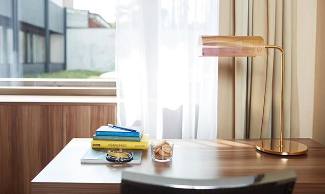 Living-Hotel-Dusseldorf-Business-Schreibtisch