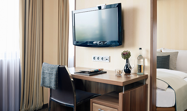 Living-Hotel-Dusseldorf-Deluxe-Schreibtisch