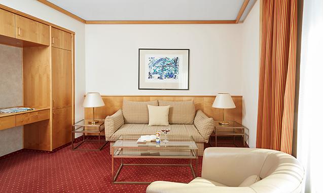 Living-Hotel-Großer-Kurfurst-Berlin-Superior-Doppelzimmer-Wohnraum