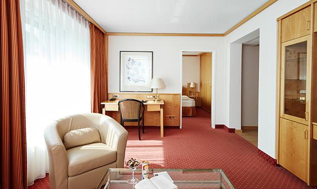 Living-Hotel-Großer-Kurfurst-Berlin-Superior-Doppelzimmer-Wohnraum2