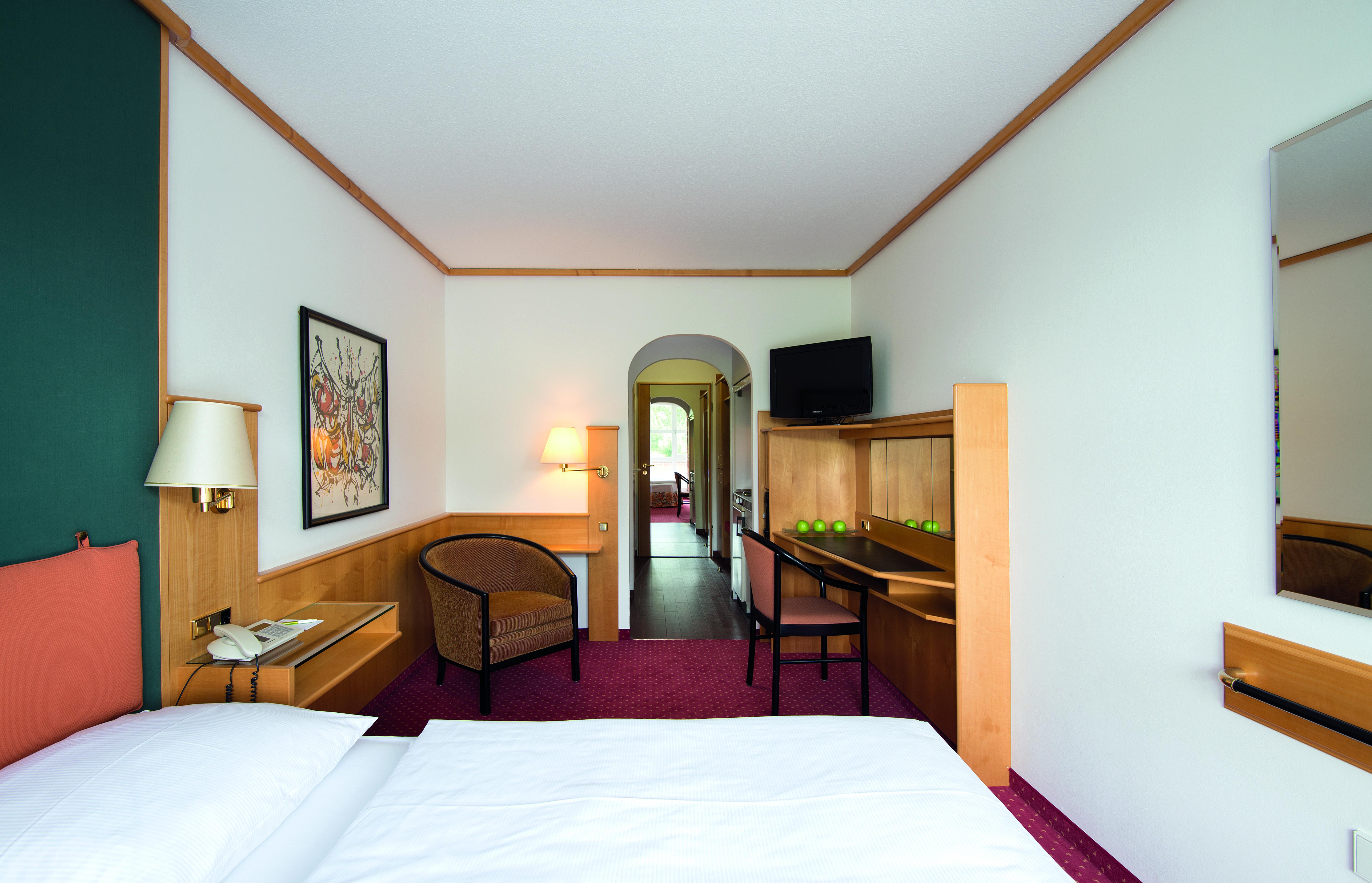 Living-Hotel-am-Olympiapark-München-Economy-Bett