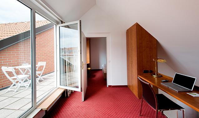 Living-Hotel-Nuernberg-2-Bedroom-Balkon