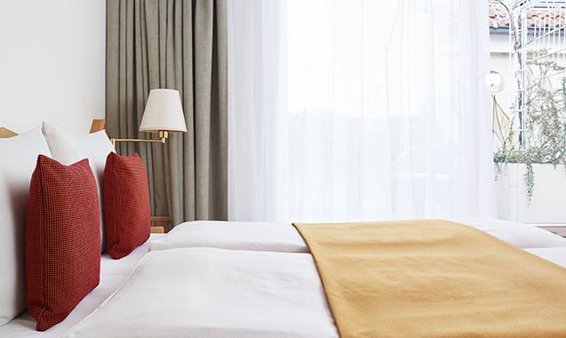 Living-Hotel-Nuernberg-Maisonette-Superior-Bett