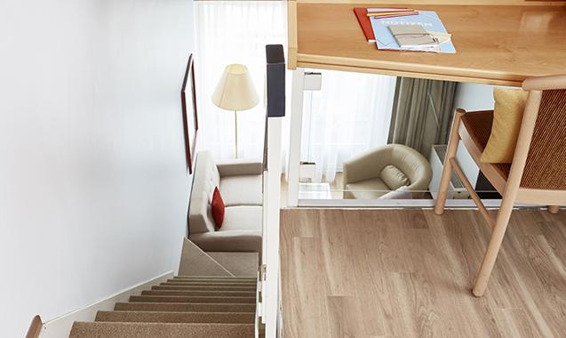 Living-Hotel-Nuernberg-Maisonette-Superior-Schreibtisch