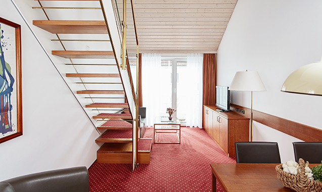 Living-Hotel-Nuernberg-Maisonette-Wohnzimmer