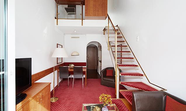 Living-Hotel-Nuernberg-Maisonette-Wohnzimmer2