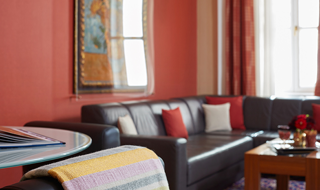 Living-Hotel-an-der-Oper-Wien-Executive Suite-Couch