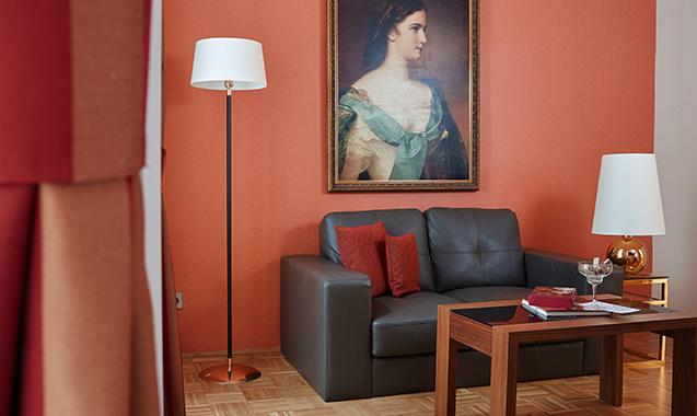 Living-Hotel-an-der-Oper-Wien-Superior-Couch