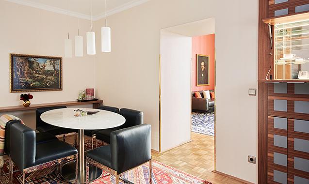 Living-Hotel-an-der-Oper-Wien-Superior-Wohnraum