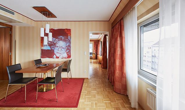 Living-Hotel-an-der-Oper-Wien-Superior-Wohnzimmer