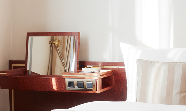 Living-Hotel-DeMedici-Dusseldorf-Business Plus-Schminktisch