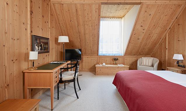 Living-Hotel-DeMedici-Dusseldorf-Business Plus Tirol-Schlafzimmer