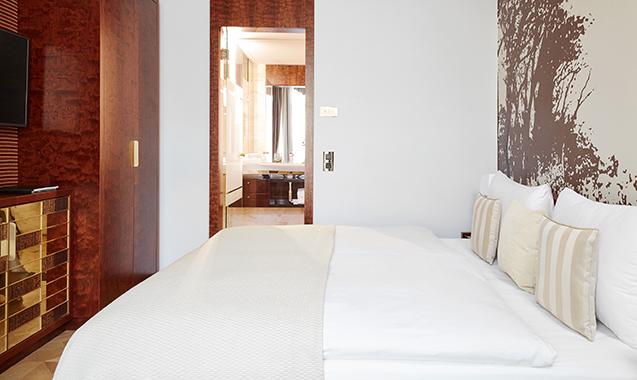 Living-Hotel-DeMedici-Dusseldorf-Executive-Bett